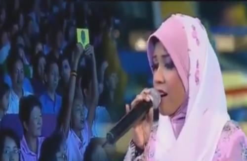 ซาบซึ้ง! นักร้องสาวอินโดฯ ร้องเพลงถวาย 'ในหลวง'