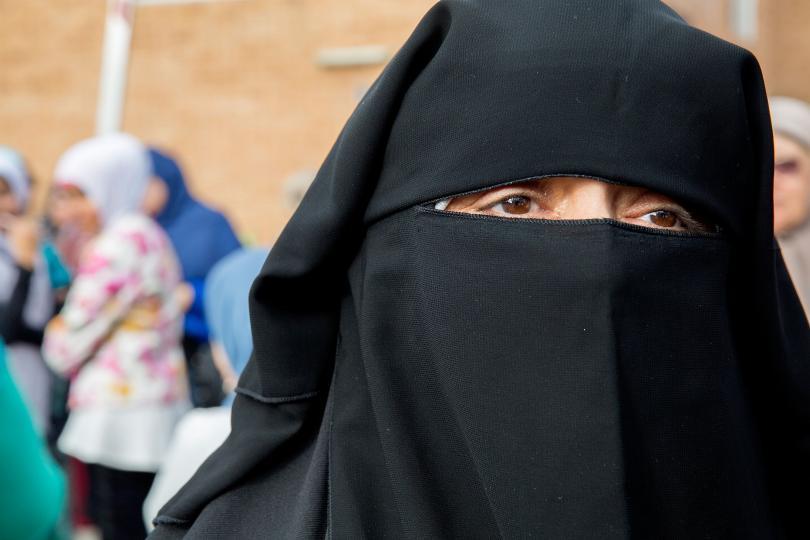 จับกุมชาย 2 คนในสเปน ฐานเตะหญิงตั้งครรภ์ชาวมุสลิม