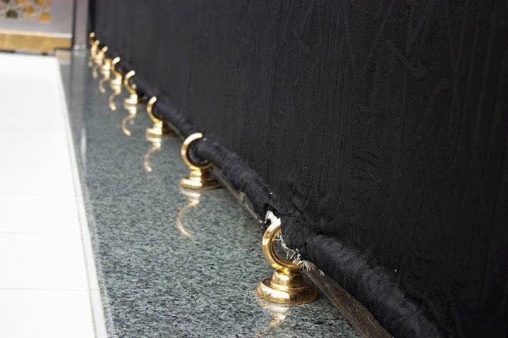 กะบะห์เปลี่ยนห่วงคล้องผ้าคลุมกับฐานกะบะห์ใหม่ เป็นทอง(ชมภาพ)