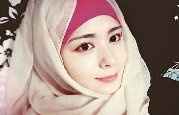10 ภาพ อายานา มูน คลุมฮิญาบหลังเข้ารับอิสลาม