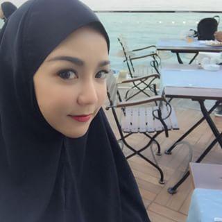 รวมภาพ ดาราสาวไทย คลุมฮิญาบยาว จะสวยเรียบร้อยแค่ไหนมาดูกัน