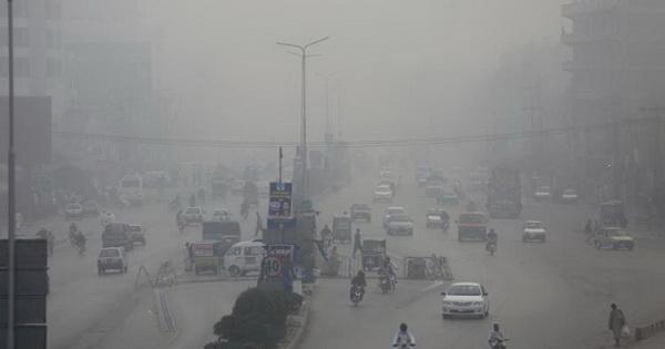 หมอกควันปกคลุมทั่วฟ้า ปากีสถาน-อินเดีย ทำให้เกิดอุบัติเหตุ และผู้คนล้มป่วยโรคระบบทางเดินหายใจ