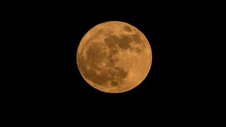 ภาพซูเปอร์มูน สว่างไสวบนท้องฟ้า ด้วยฝีมือช่างภาพนักดูดาว