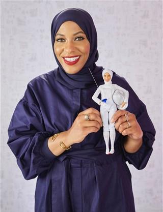 ครั้งแรก!! บาร์บี้ผลิตตุ๊กตาคลุมฮิญาบในชุดนักกีฬาฟันดาบ
