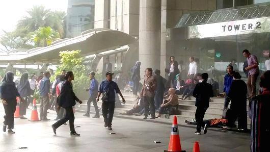 ข่าวด่วน! เกิดเหตุพื้นถล่มในตลาดหลักทรัพย์อินโดฯ บาดเจ็บเพียบ!!