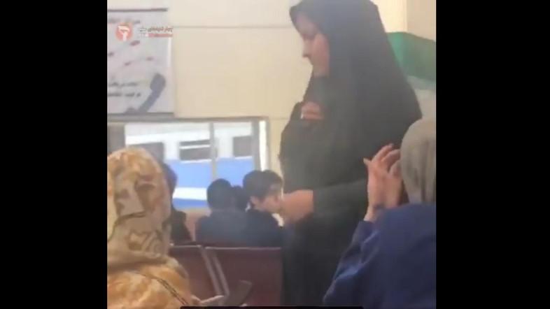 ตร.หญิงอิหร่านเอาจริง!! สาวๆ คลุมผมครึ่งหัวถูกเรียกตัว