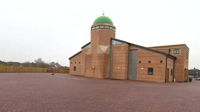 เปิดมัสยิดแห่งแรกในเมืองลิ้งเค่น ประเทศอังกฤษ