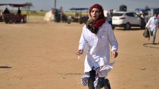 เปิดภาพภารกิจ นางฟ้าแพทย์หญิง Razan Najjar นาทีช่วยชีวิตปชช. เหลือแค่ความทรงจำ!
