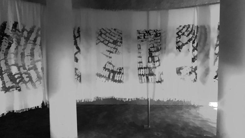 ศิลปินหญิงชาวซาอุฯ เผยภาพการเดินทางไปฮัจญ์บนผ้าเอี๊ยะฮ์รอม (หาดูยาก)
